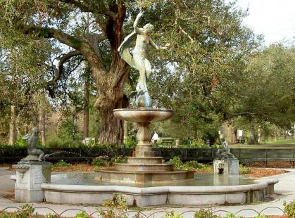 One of my (literal) favorite places, Notre Dame fountain, Audubon Park, New Orleans